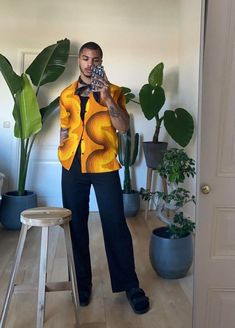 Loose-Fit   Estética Solta e Larga das Calças está em Alta – O Cara Fashion Fashion Mode, Aesthetic Fashion, Aesthetic Clothes, Fashion Outfits, Stylish Mens Outfits, Classy Outfits, Cool Outfits, Moda Streetwear, Streetwear Fashion