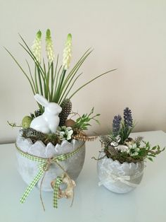 Www.holzfuechse.de Easter Bunny Centerpiece, Easter Table Decorations, Diy Osterschmuck, Easter Cross, Easter Traditions, Arte Floral, Egg Decorating, Easter Wreaths, Easter Eggs