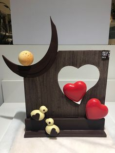 Chocolate Dreams, Chocolate Art, Chocolate Gifts, Homemade Chocolate, Valentines Cakes And Cupcakes, Valentine Cake, Mothers Day Chocolates, Chocolate Showpiece, Chocolate Sculptures