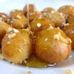 The Best Foods & Drinks You Must Try in Greece Greek Desserts, Greek Recipes, Beignets, Pretzel Bites, Natural Health, Good Food, Easy Meals, Food And Drink, Healthy Eating