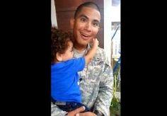 28-Jul-2014 8:47 - GRAPPIG: SOLDAAT ZO BLIJ OM GEZIN TE ZIEN DAT HIJ VERRASSING COMPLEET MIST. Het heeft Jasmine Rosado heel wat moeite gekost om haar echtgenoot te vertellen dat ze opnieuw zwanger is. Toen haar soldaat thuiskwam van een...