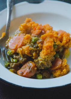 Curried Shepherd's Pie With Sweet Potato Mash // soletshangout.com // #glutenfree #grainfree #paleo #curry #shepherdspie #comfortfood #healthy