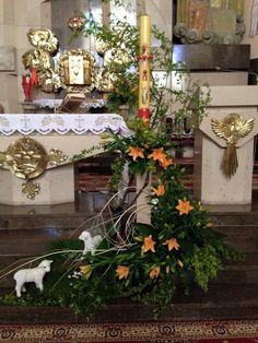 Church Flower Arrangements, Floral Arrangements, Altar Decorations, Rock Crafts, Kirchen, Holidays And Events, Funeral, Christmas Tree, Easter