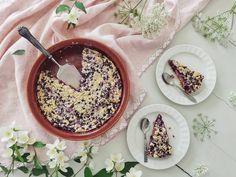 Kesän ensimmäiset mustikat ja valinnan vaikeus! Käy katsomassa blogista, millaiseen mustikkapiirakkaan lopulta päädyin. 😅  #kotiliesi #kotiliesiblogit #mustikka #mustikkapiirakka #leivonta #kesäherkut #piparkakkutalonakka Acai Bowl, Flora, Breakfast, Cake, Desserts, Instagram, Mascarpone, Acai Berry Bowl, Morning Coffee