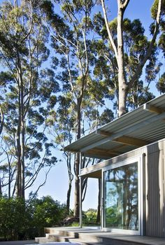 Irving Smith Architects. Bach with 2 roofs. New Zealand. photos: Paul McCredie,