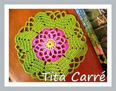 Tita Carré Agulha e Tricot : Toalhinha Hexágono floral e a rosa da meia-noite