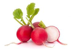 Everything you need to know about radishes. How to pick and store radishes. How to prepare radishes. Best radish tips. What goes well with radishes. Health Benefits Of Radishes, Fast Growing Vegetables, Metabolism Boosting Foods, Diet Reviews, Natural Skin Care, Make It Simple, Food And Drink, Nutrition, Tips