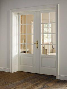 Bellevue, Doppeltür 3-F-LA Spr-8 klassische antike, weiße Schleiflack-Füllungstür, mit besonders schönen Profilen sowie Bellevue Sonderzarge mit kassettierter Leibung und Profilstab.