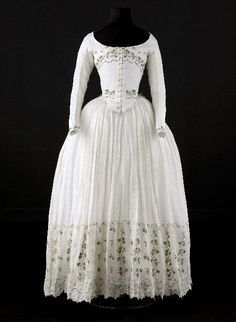 Caraco and petticoat, 1790-1800. Very fine white cotton, embroidered with garlands of vine and grape clusters.