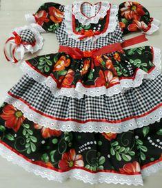 Lindos Vestidos de festas juninas caipira, enfeitados com rendas fitas e flores. Com Tiara de chapéu grátis!