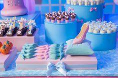 CinderelaPreviaDecoracao-18 Cinderella Sweet 16, Cinderella Birthday, Cinderella Princess, Princesas Disney, Princess Party, Event Planning, Birthday Cake, Holiday, Desserts