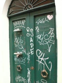 #Rome #photojournalism #Rione #Monti #green #door #post #cards #graffiti #seco