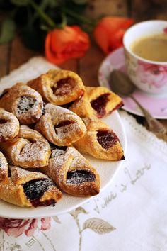 Rożki piwne z dżemem lub marmoladą... Doughnut, French Toast, Muffin, Baking, Breakfast, Recipes, Morning Coffee, Bakken, Recipies
