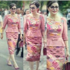 19 Best Ideas For Dress Long Summer Blouses Model Dress Batik, Batik Dress, Thai Fashion, Oriental Fashion, Traditional Fashion, Traditional Dresses, Filipiniana Dress, Myanmar Dress Design, Myanmar Traditional Dress