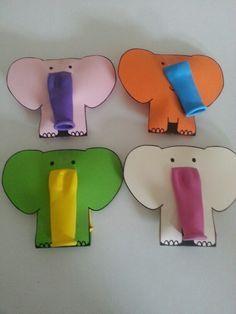 Happy elephant with balloon in his belly :-) uitdeel traktatie ballon olifant