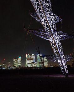 Pylon vs Canary Wharf ----------------------------------------------------------- #London #fujixt10 #fujifilm_xseries #repostmyfuji #thelondonlifeinc #prettycitylondon #canarywharf #pylon #london4all #london_only #london_enthusiast #narcitylondon #GrittyPrettyLondon #LO_HighFlying #ldn4all_twenty2 #loves_london #loves_united_london #MetropolisLDN #greenwichpeninsula #maybeldner #bulletfromashootingstar #alexchimmnick #igerslondon #just_features #londoncollective #topcontent #canarywharf by…