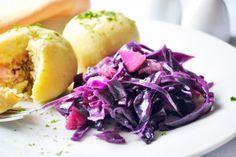 Blaukraut-Rezepte gibt es einige. Ein leckeres ist dieses aus Tirol. Die Rezeptur unterscheidet von anderen durch das Würzen mit bestimmten Gewürzen.