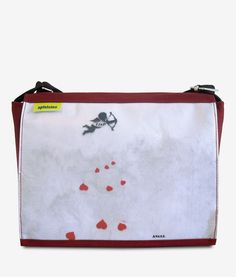 Apfelsina Schoulder Bag Foolish Heart. This handmade Bag shows a street art painting in Berlin. Now available at our online store. http://www.apfelsina.de