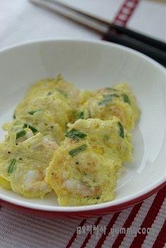 새우살 버섯전~~~ 간단하면서도 맛있어요 ♬ : 네이버 블로그 Korean Food, Food Plating, Potato Salad, Shrimp, Cooking Recipes, Meat, Chicken, Dinner, Ethnic Recipes