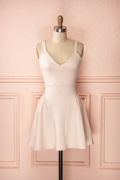 Laury Rose - Little pink dress with detailed skirt