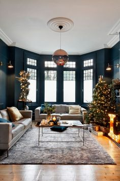 One of the methods that you can try to improve your living room look is by adding a lighting feature. These living room lighting ideas will inspire you! Christmas Living Rooms, Christmas Room, Christmas Lights, Cozy Christmas, Christmas Design, Christmas Trees, Design Room, Home Design, Design Ideas