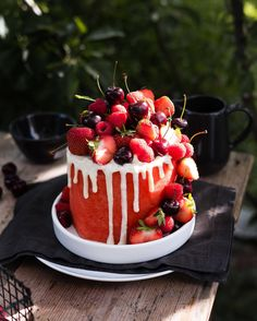 Savory magic cake with roasted peppers and tandoori - Clean Eating Snacks Fruit Recipes, Cake Recipes, Dessert Recipes, Fresh Fruit Cake, Cake Made Of Fruit, Fruit Birthday Cake, Coconut Frosting, Watermelon Cake, Food Carving
