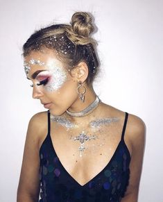 Makeup Festival Ideas Coachella 52 Ideas - Festival make up - - Music Festival Makeup, Festival Makeup Glitter, Glitter Makeup, Sparkle Makeup, Jewel Makeup, Glitter Outfit, Glitter Hair, Music Festivals, Festival Make Up