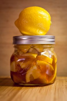 For a sore throat - cut up 2 lemons, drop them in a small mason jar and pour raw honey over them until it fills up about of the jar. Keep it in the fridge, scoop into a cup and poor piping hot water over Cold Remedies, Herbal Remedies, Health Remedies, Natural Remedies, Health And Beauty Tips, Health And Wellness, Health Care, Homemade Cough Syrup, Nutrition