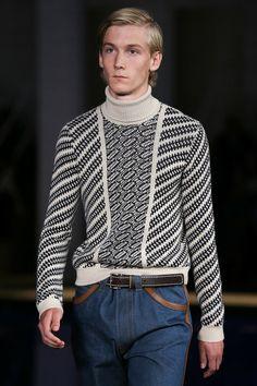 Prada Spring 2015 Menswear Fashion Show Ss15 Fashion, 2010s Fashion, Knitwear Fashion, Knit Fashion, Fashion Show, Mens Fashion, Fashion Design, Men's Knitwear, Vogue Paris