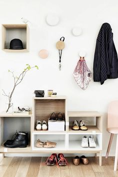 Everything In Its Place If you tend to rotate between a few pairs of shoes, keep them in an open bookcase display by the door, so you can quickly grab them on your way out. Tip: Avoid clutter by assigning a maximum of two pairs to each cubbyhole.