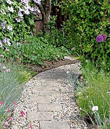 I like this garden path for the back with our pavers,this would be great with homemade stepping stones