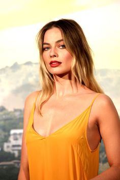 Margot Robbie at the 'Once Upon a Time in Hollywood' premiere in Rome, Italy; Atriz Margot Robbie, Margot Elise Robbie, Margo Robbie, Actress Margot Robbie, Margot Robbie Harley Quinn, Margaret Robbie, Martin Scorsese, Influential People, Gal Gadot