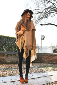 Nothing says cozy like a fuzzy wrap or poncho. Add cute leggings, bold colored shoes, fun accessories like a hat and structured bag. you get a comfortable outfit that is fun and functional. Boho Outfits, Winter Fashion Outfits, Autumn Winter Fashion, Trendy Fashion, Fall Outfits, Fashion Trends, Fall Winter, Trendy Style, Winter Wear