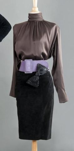 Yves SAINT LAURENT haute couture, circa 1984/1985 Blouse en satin marron,
