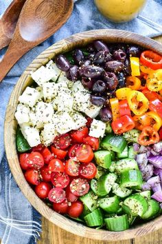 The BEST Greek Salad recipe! This easy Greek Salad is loaded with tomatoes cucumbers red onion peppers kalamata olives and feta cheese. It's tossed in a homemade Greek dressing and packed with the most amazing flavor! Best Greek Salad, Greek Salad Recipes, Greek Cucumber Salad, Greek Salad Recipe Authentic, Best Salad Recipes, Homemade Greek Dressing, Clean Eating Snacks, Healthy Eating, Vegan Recipes