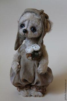 Teddy bear Annie by Julia Aladin Needle Felted Animals, Felt Animals, Ours Boyds, Charlie Bears, Teddy Toys, Cute Stuffed Animals, Cute Teddy Bears, Bear Doll, Pet Toys