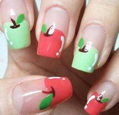 Vorsicht, nicht reinbeißen! Diese knackig frischen Apfelnägel sind perfekt für den sonnige Tage! Vielleicht schaffst du es ja sogar, dir die Äpfel selbst auf die Nägel zu malen?! | Stylefeed