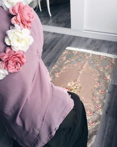 May Allah accept all our fasts, duas and efforts during this month of Ramadan. 🌸 This beautiful prayer mat is from ✨ Arab Girls Hijab, Muslim Girls, Muslim Women, Girly Images, Girly Pictures, Beautiful Prayers, Beautiful Hijab, Hijabi Girl, Girl Hijab