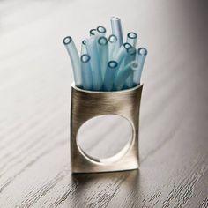 """Gustavo Delgado - anillo """"Tubulo"""" - en plata oxidada, tubo de nylon - www.gustavodelgadojoyas.com"""