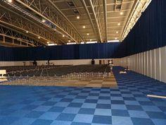ERS2013 - Montaje del Congreso Internacional Moqueta en Lossetas, Sillas Asti linkcadas, sillones umbría y tarima con vinilo blanco