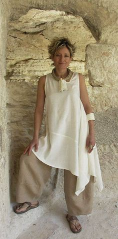 Tunic made of silk shantoung natural color Looks so comfy with linen pants! Great comfy yet stylish travel outfit Look Fashion, Fashion Outfits, Womens Fashion, Fashion Design, Fashion Dolls, Fashion Bags, Mode Style, Style Me, White Tunic Tops