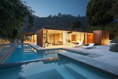 Southern California often conjures up visions of sun, sand, and surf—but for the modernist, it also brings to mind midcentury abodes in Palm Springs and sleek L.A. masterpieces by the likes of Richard Neutra and John Lautner.