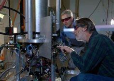 2014 - Abril - Un nuevo reloj atómico, en hora para 300 millones de años - El Instituto Nacional de Estándares y Tecnología (NIST) de EE.UU. ha lanzado oficialmente un nuevo reloj atómico, llamado NIST-F2, para servir como un nuevo patrón de tiempo civil para Estados Unidos, junto con el estándar NIST-F1 actual.     NIST-F2 no ganaría ni perdería un segundo en unos 300 millones de años, por lo que es cerca de tres veces más preciso que el NIST-F1, que ha servido como norma a partir de 1999.