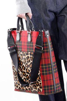 Michael Kors Outlet, Michael Kors Tote, Handbags Michael Kors, Purses And Handbags, Michael Kors Fall, Fashion Bags, High Fashion, Fashion Fashion, Runway Fashion