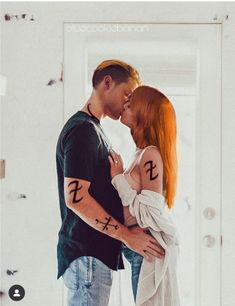 Jace And Clary Kiss, Clary Fray, Mortal Instruments Runes, Shadowhunters The Mortal Instruments, Shadowhunter Tattoo, Shadowhunters Series, Gallagher Girls, Hunter Outfit, Dominic Sherwood