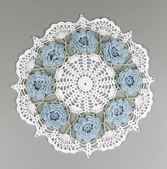 "Crocheted White and Blue ""Fans & Roses"" Doily ~ Inspiration Crochet Doily Rug, Crochet Dollies, Crochet Tablecloth, Crochet Round, Crochet Home, Thread Crochet, Love Crochet, Crochet Gifts, Irish Crochet"