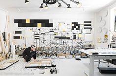 Créativité en noir & blanc dans l'atelierde l'artiste danoise Tenka Gammelgaard .   Black & white creativityin the studio of Danish artist...