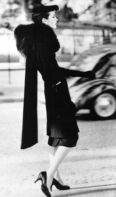 Anne Sainte-Marie in Cristobal Balenciaga ensemble, photographed by Henry Clarke, 1955 jαɢlαdy