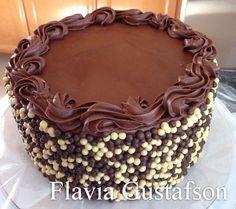 Resultado de imagem para cobertura de chocolate para bolo de aniversario