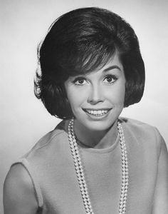 Mary Tyler Moore, Vintage Entertainer by Esoterica Art Agency Mary Tyler Moore, Laura Petrie, U Go Girl, Good Looking Women, Yesterday And Today, Portrait Photo, Vintage Hollywood, Role Models, Movie Stars